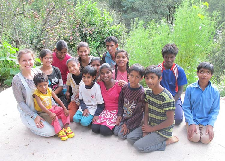 Bobbi with kids from the Winter Wear Project in Manali