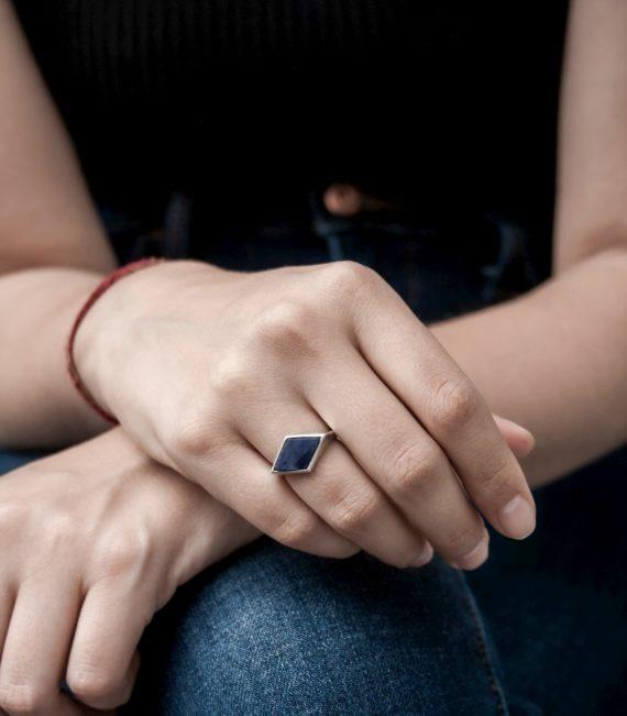 tol_sterling_sodalite_sidediamond_unisex_ring